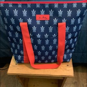 Cooler tote bag with turtles